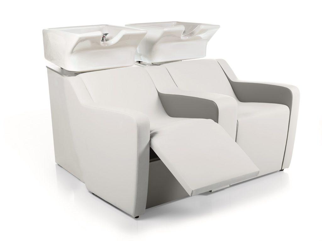 Waschplatz mit elektrischem Fußaufsteller