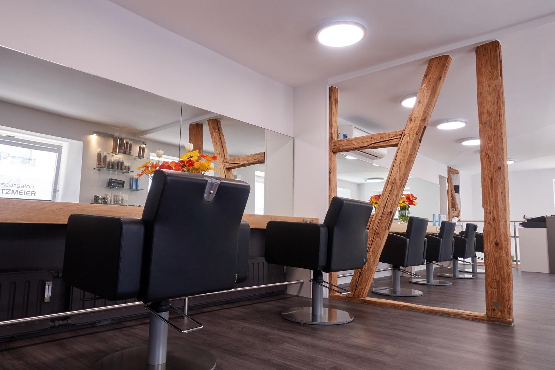 Friseurkonsole mit großen Spiegeln